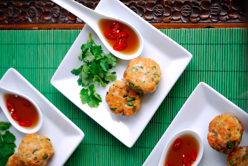 Canapes cocktails thai fish cakes julie goodwin for Canape cookbook